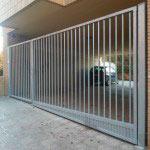 Puerta Abatible en una hoja galvanizada con cerradura