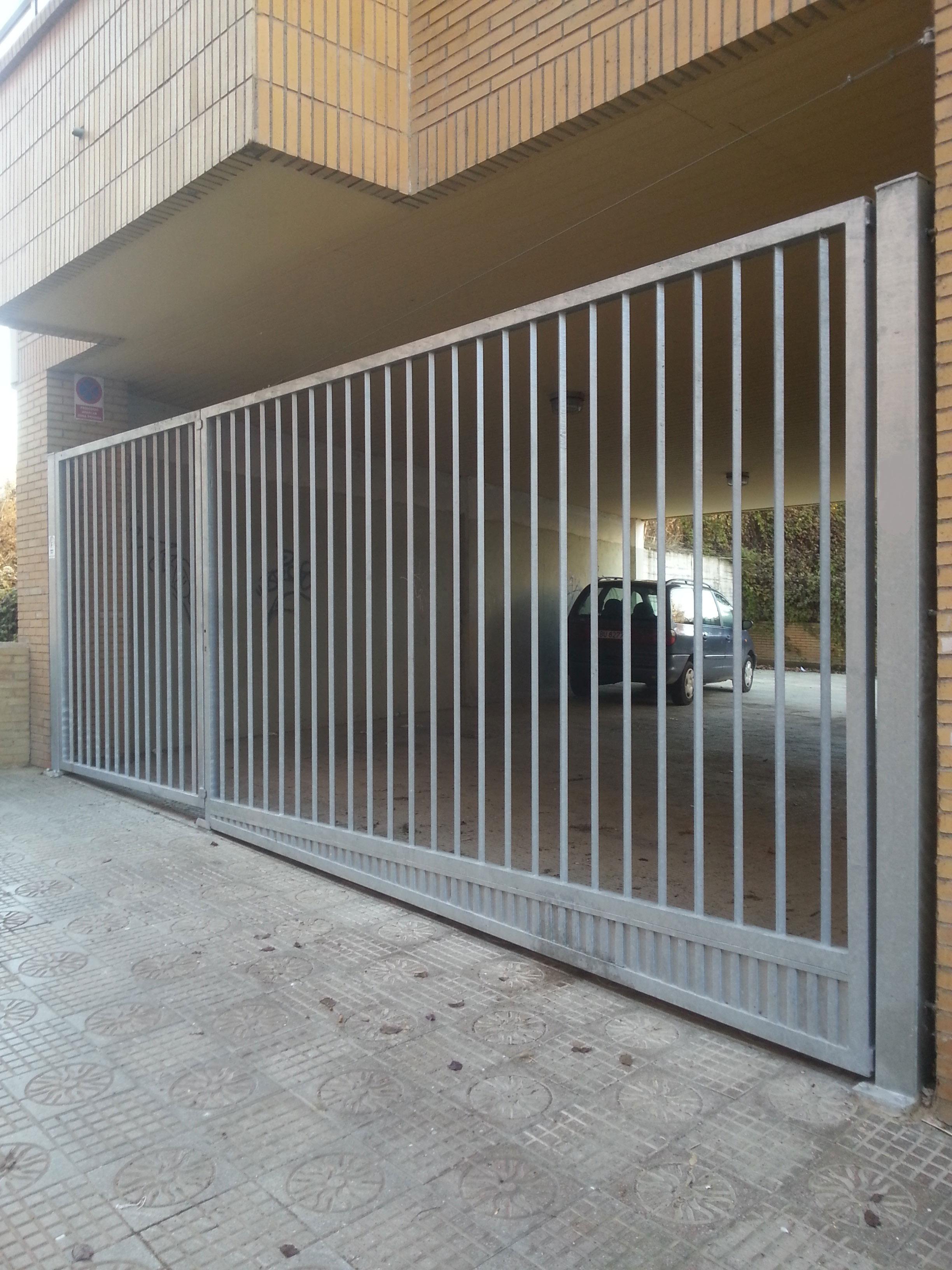 Puertas abatibles cercados met licos aracer zaragoza - Puertas de chapa galvanizada ...