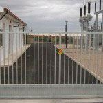 Puerta corredera con zócalo de chapa galvanizada