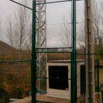 Pistas Deportivas cerramiento en 4m. con puerta de 2m