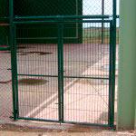 Puerta Abatible de mallazo en dos hojas