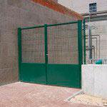 Puerta Abatible con zócalo y cerradura