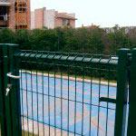 Puerta abatible plastificada con cerradura