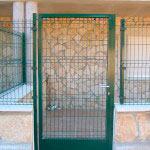 Puerta Abatible con zócalo de chapa