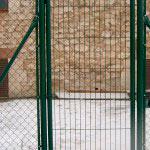Puerta Abatible de mallazo cierre candado