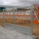 Puerta Abatible galvanizada .Cierre candado