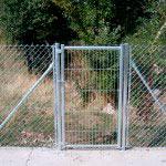 Puerta de mallazo en una hoja galvanizada.Cierre candado.